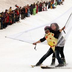 В бикини и на лыжи