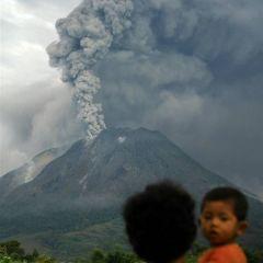 Вулкан Синабунг - извержение