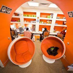 Необычный офис: выделиться в строгих рамках