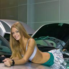 Девушки с международного автосалона