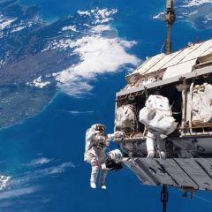 Выход в открытй космос у Международной космической станции