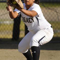Юные американки играют в софтбол