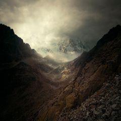 Тьма в фотопроизведениях Майкла Карца