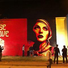 Фрески-граффити от Shepard Fairey