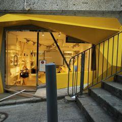 Ассиметричный дизайн бутика в Гонконге