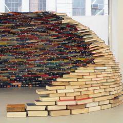 Концептуальный дом из книг