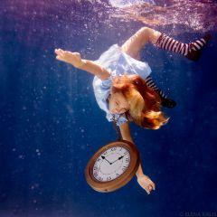 Алиса в стране чудес под водой