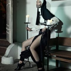 Секс и религия в фотосессии Skye Tan