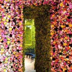 Цветочные декорации для шоу Christian Dior