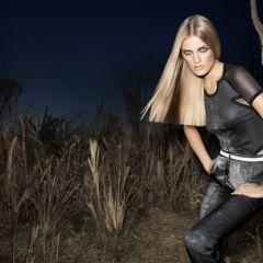 Шикарная блондинка в африканской саванне