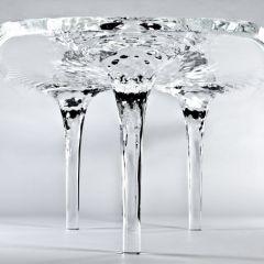 Стеклянный стол поражающий воображение