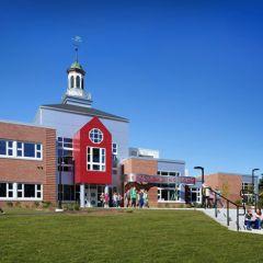 Американская школа от HMFH Architects, Inc.