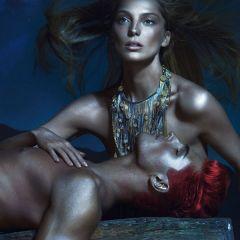 Versace представила новую коллекцию