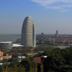 Отель в виде арки Sheraton Huzhou Hot Spring Resort в Китае