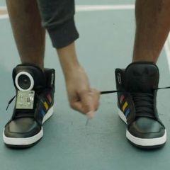 Первые в мире интерактивные кроссовки от Adidas и Google