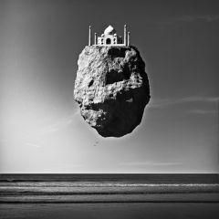 Выставка «летающих» памятников Giuseppe Lo Schiavo