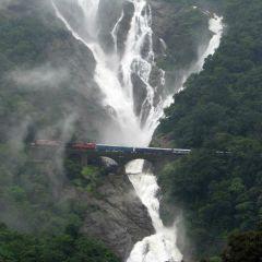 Железная дорога под водопадом