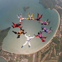 Захватывающая акробатика в небе