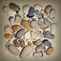 Каменные следы Stone