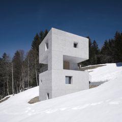 Хижина-башня в горах Австрии