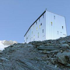 Дом для альпинистов, расположенный на высоте 3300 метров