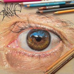 Крайне реалистичные рисунки глаз