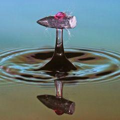 Пуля, пролетающая через воду