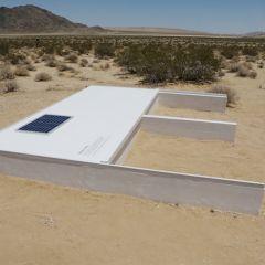 Бассейн посреди пустыни