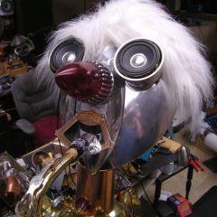 Робот Charlie Podker