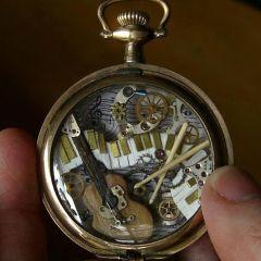 Фигурки из деталей часов
