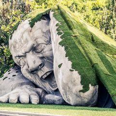 Гигантская скульптура в Будапеште