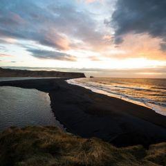 Пляж с черным песком в Исландии
