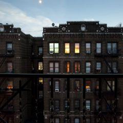 Ночные окна Нью-Йорка в фотографиях Paul McGeiver