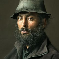 Португальские цыгане фотографируются в стиле старых мастеров
