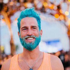 Тренд лета 2015: мужчины с цветными волосами