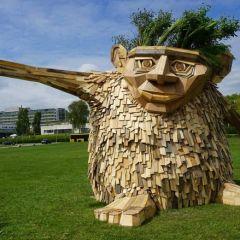 Деревянные скульптуры Thomas Dambo