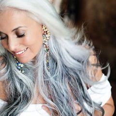 59-летняя модель Yasmina Rossi: внуки, седые волосы и потрясающая красота