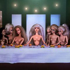 Барби вместо героев известных полотен: картины Catherine Théry