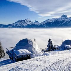 Необычный отель прямо на горнолыжной трассе в Альпах