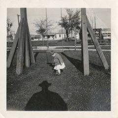 Тень фотографа в узнаваемой шляпе