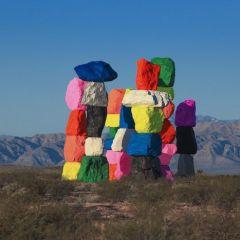 Цветное пятно в Неваде: инсталляция Ugo Rondinone