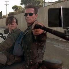 Селфи-палка вместо оружия: смешные кадры из фильмов