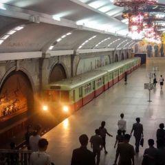 Метро Пхеньяна в фотографиях Elliott Davies