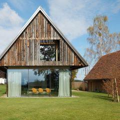 Современный дом в здании амбара в австрийской глубинке