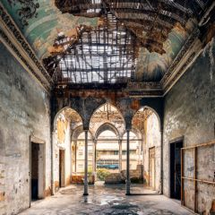 Заброшенные здания Ливана в снимках James Kerwin